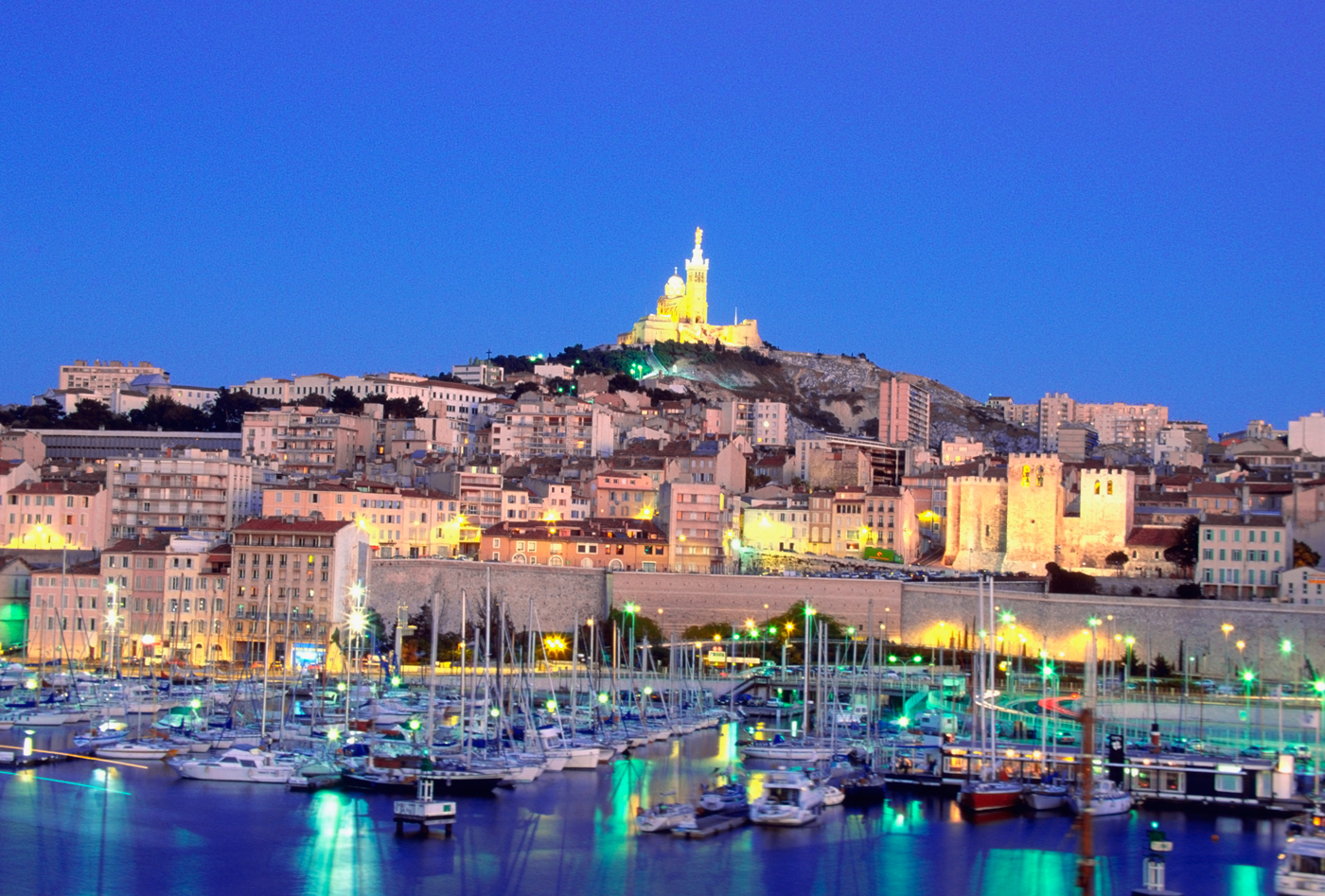 City and beach in one marseille france blonde invasion for Asptt marseille piscine
